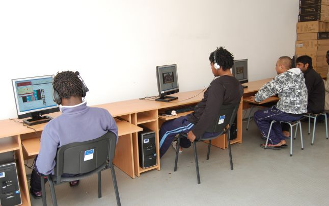 Străinii pot depune cererile de prelungire al dreptului de şedere on-line