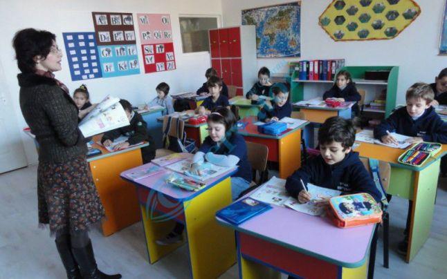 """Invitatie la Concursul Naţional de poezie """"Copiii României creează"""""""
