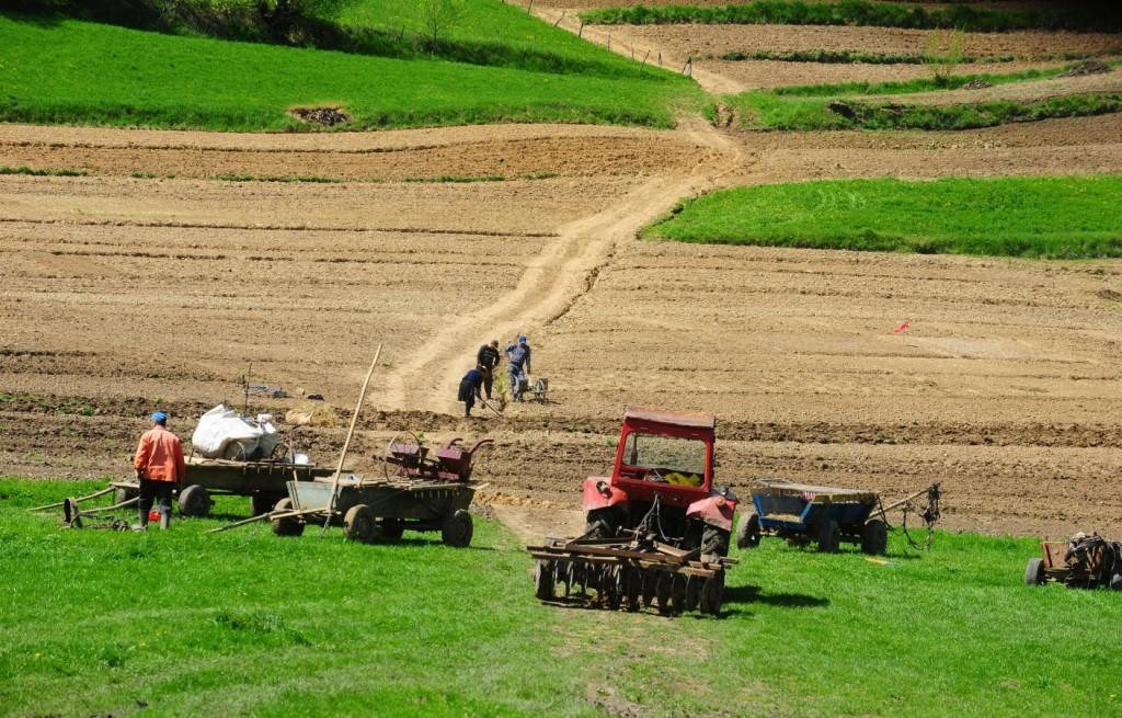 CUM SE MAI VAND TERENURILE AGRICOLE ?